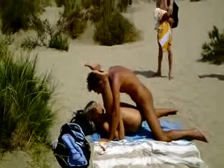 amateur couple beach fuck